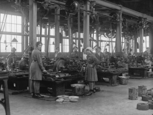 Women munition workers in WWI